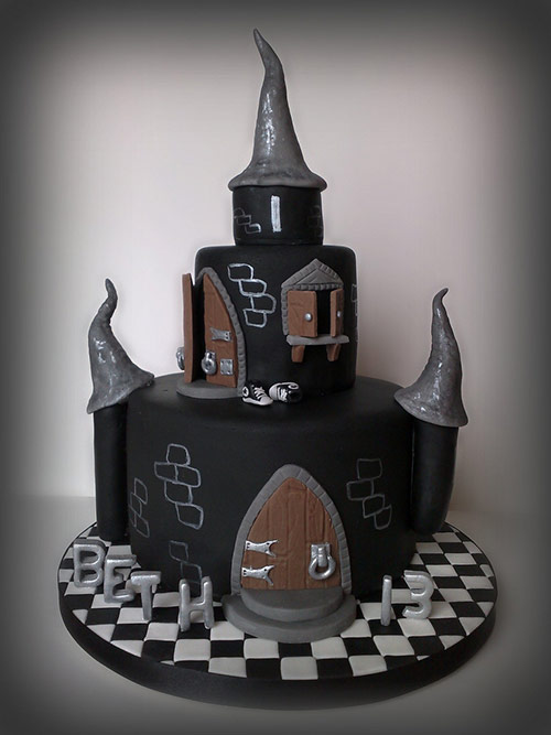 Beth's Black Castle Cake - Creative Cake Designs