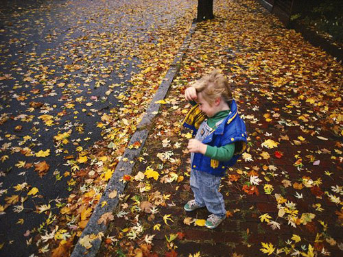 Autumn girl sidewalk