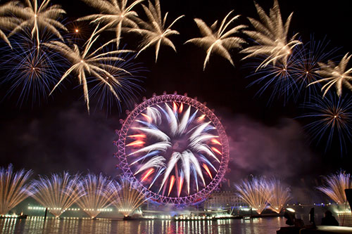 Fire works display welcomes 2013 in London